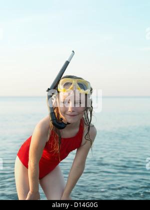 Girl wearing snorkel et le masque dans l'eau Banque D'Images
