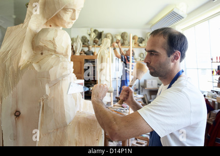 Sculpteur de bois figure de cisèlement