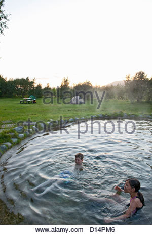 Family relaxing in natural Hot spring Banque D'Images