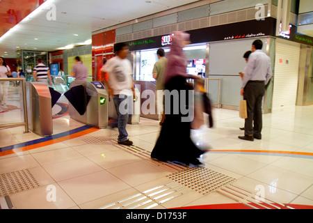 Dubaï ÉMIRATS ARABES UNIS Emirats Arabes Unis EMIRATS ARABES UNIS. Moyen-orient la station de métro Al Rigga Deira Banque D'Images