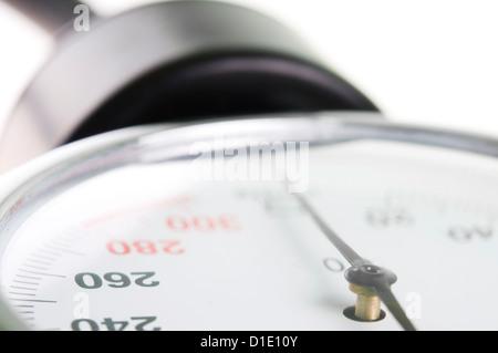 Manomètre médical libre avec focus sélectif sur 260 figure comme concept de la haute pression sanguine Banque D'Images