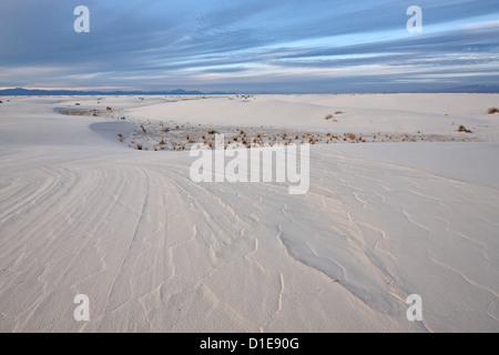 Tendances dans les dunes, White Sands National Monument, Nouveau-Mexique, États-Unis d'Amérique, Amérique du Nord Banque D'Images