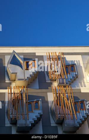 L'extérieur du nouveau Parlement écossais, l'architecte Enric Miralles, Holyrood, Édimbourg, Écosse, Royaume-Uni, Banque D'Images