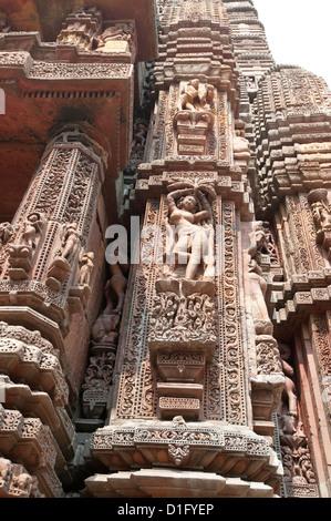 Sculpture de femme sur le vimana du Rajarani temple, connu sous le nom de l'amour temple, dédié au Dieu Shiva, Bhubaneshwar, Banque D'Images
