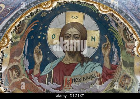 Le Christ Pantocrator, mosaïque de la coupole centrale, Eglise du Sauveur sur le Sang Versé, Saint-Pétersbourg, Banque D'Images