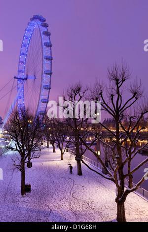 Chambres du Parlement, le London Eye en hiver, Londres, Angleterre, Royaume-Uni, Europe Banque D'Images