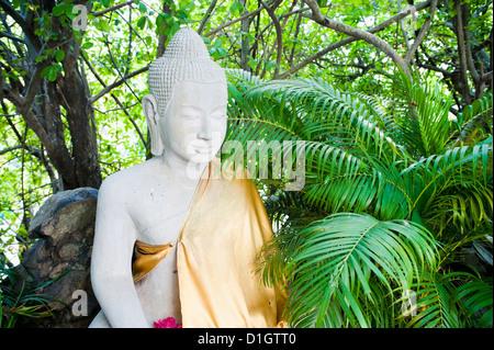 Bouddha en pierre dans la Pagode d'argent au Palais Royal, Phnom Penh, Cambodge, Indochine, Asie du Sud, Asie Banque D'Images