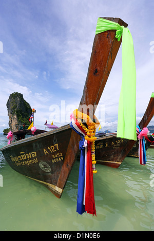 "Thaï traditionnel bateau ""long tail, Poda Beach, Krabi, Phuket, Thailand Banque D'Images"