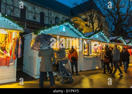 Paris, France, scènes de rue, les gens du shopping au Marché de Noël de Quartier Latin, Saint Germain-des-Prés, Banque D'Images