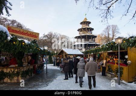 Marché de Noël à la Tour Chinoise dans le Jardin Anglais de Munich, Allemagne, Haute-Bavière