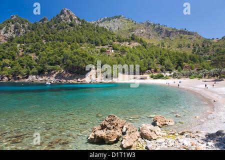 Sa Calobra, Majorque, Iles Baléares, Espagne. Vue à travers les eaux turquoises de Cala Tuent. Banque D'Images