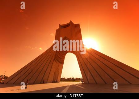 La tour Azadi, ou King Memorial Tower, Téhéran, Iran Banque D'Images