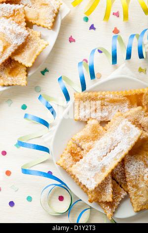 Chiacchiere, une cuisine italienne traditionnelle bonbons frites Banque D'Images