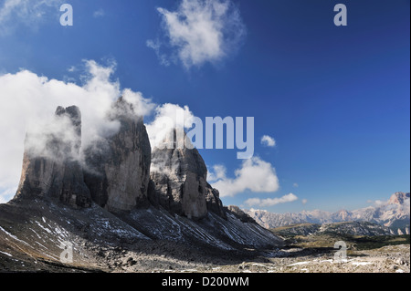Vue vers le Tre Cime di Lavaredo, Dolomites de Sexten Dolomites, classé au Patrimoine Mondial de l'UNESCO, le Tyrol Banque D'Images