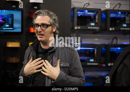 Las Vegas, États-Unis - 2013-01-08. Bre Pettis, cofondateur et PDG de MakerBot Industries, parle à la SCÉ, Consumer Banque D'Images