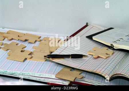 Les pièces du puzzle vof cachés dans des documents comptables Banque D'Images