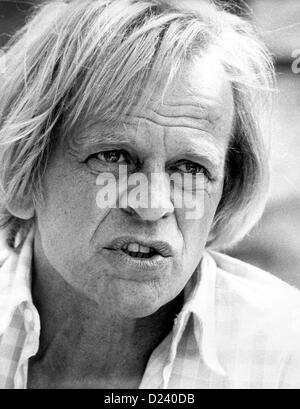 (Afp) - L'acteur allemand Klaus Kinski, photographié pendant le Festival International du Film de Cannes, France, 25 mai 1982. Un 'enfant terrible' de l'industrie du cinéma, ses films: 'Aguirre, der Zorn Gottes' ('Aguirre, la colère de Dieu') et 'Nosferatu: Phantom der Nacht' ('Nosferatu le Vampire'). Kinski est né le 18 octobre 1926 à Danzig, Allemagne (aujourd'hui Gdansk, Pologne) sous le nom de Nikolaus Guenther Nakszynski et mort le 23 novembre 1991 à Lagunitas, en Californie, d'une crise cardiaque.
