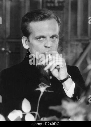 """(Afp) - L'acteur allemand Klaus Kinski dans une scène de film de l'Edgar Wallace film 'UN doppia faccia' ('Double Face'), 1969. Un 'enfant terrible' de l'industrie du cinéma, les films de Kinski: 'Buddy Buddy"""", """"Pour quelques dollars de plus', ainsi que 'Aguirre, der Zorn Gottes' ('Aguirre, la colère de Dieu') et 'Nosferatu: Phantom der Nacht' ('Nosferatu le Vampire'). Kinski est né le 18 octobre 1926 à Danzig, Allemagne (aujourd'hui Gdansk, Pologne) sous le nom de Nikolaus Guenther Nakszynski et mort le 23 novembre 1991 à Lagunitas, en Californie, d'une crise cardiaque."""