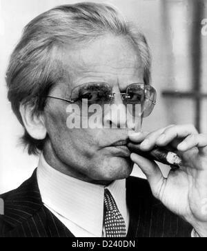 (Afp) - L'acteur allemand Klaus Kinski joue Docteur Hugo (Zuccurbrot ugarbread «') dans une scène de film de Billy Wilder's comedy 'Buddy Buddy', 1981. Un 'enfant terrible' de l'industrie du cinéma, les films de Kinski: 'Aguirre, der Zorn Gottes' ('Aguirre, la colère de Dieu') et 'Nosferatu: Phantom der Nacht' ('Nosferatu le Vampire'). Kinski est né le 18 octobre 1926 à Zoppot/Danzig, Allemagne (maintenant/Sopot Gdansk, Pologne) sous le nom de Nikolaus Guenther Nakszynski et mort le 23 novembre 1991 à Lagunitas, en Californie, d'une crise cardiaque.