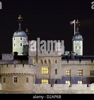 Château et tours lit up at night Banque D'Images