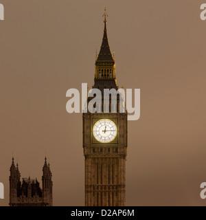 Big Ben clock tower lit up at night Banque D'Images