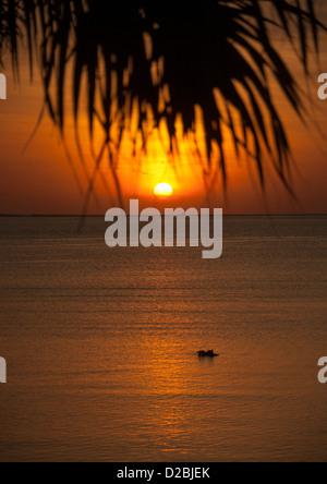 Le coucher du soleil, Mataram, Lombok, Indonésie Banque D'Images