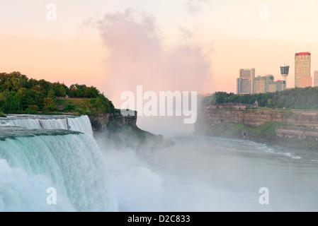Niagara Falls lever du soleil le matin libre Banque D'Images