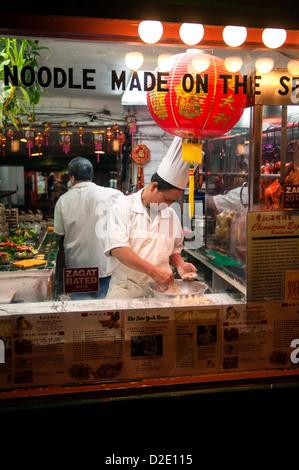 Washington DC, Chef de la fenêtre dans un Express Chinatown restaurant chinois populaires dans Chinatown. Banque D'Images
