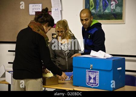 Un mort blessés dans une fusillade près de deux bureaux de vote