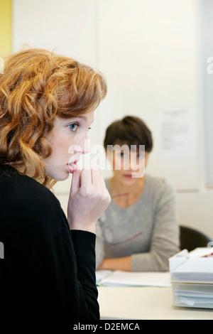 Femme en consultation, le dialogue Banque D'Images