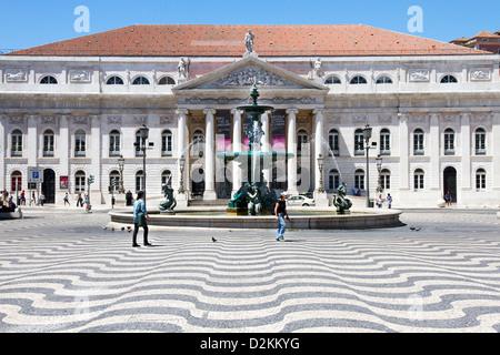 La place Rossio(également connu sous le nom de Pedro IV Square ( la Praça de D. Pedro IV)) et le Théâtre National, Banque D'Images