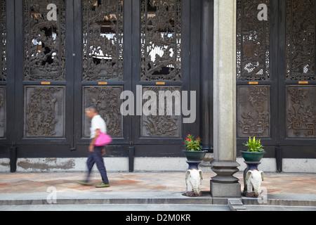 L'homme à l'Académie du clan Chen, Guangzhou, Guangdong, Chine Banque D'Images