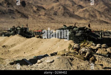 Corps des Marines des États-Unis 3e Bataillon d'infanterie 4e Régiment de Marines participent à l'exercice de formation intégrée (ITX) 13-1 à Twentynine Palms Marine Corps Base, Californie 22 Jan, 2013. L'ITX est l'exercice d'entraînement que Marines viennent avant son déploiement en