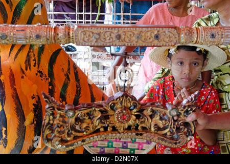Le plus grand festival de Nat rituel, spiritueux, Taungbyon, Mandalay Division, République de l'Union du Myanmar Banque D'Images