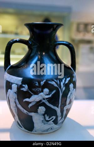 Vase de Portland, Cameo glass, vers 15 avant J.-C., British Museum, Londres, Angleterre, RU, FR, Îles britanniques