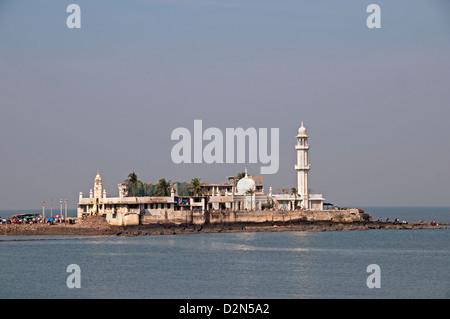 La mosquée Haji Ali la banlieue de Bandra Mumbai ( Bombay ) Inde Bay Banque D'Images