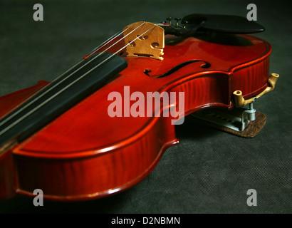 Sur un violon en bois sombre page261 Banque D'Images