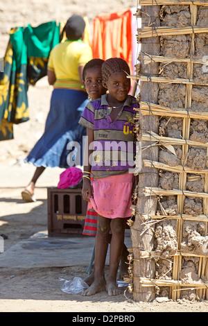 Les enfants autochtones de l'Afrique Banque D'Images