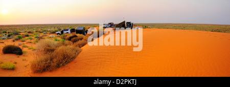 Camping dans le désert de Simpson, dans le sud de l'Australie Banque D'Images
