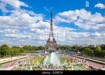 La Tour Eiffel et le Trocadéro Fontaines, Paris, France, Europe Banque D'Images