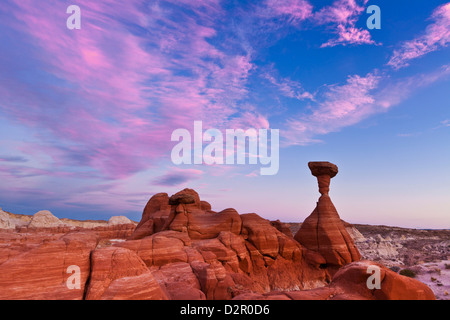 Toadstool Paria Rimrocks au coucher du soleil, près de Kanab, Grand Staircase-Escalante National Monument, Utah, Banque D'Images