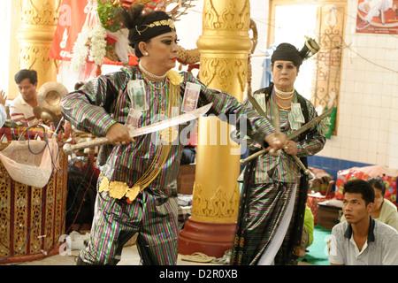 Yangon U Win Hlaing, un célèbre nat-kadaw (moyen), Festival de Ko Myo Shin, pyin u lwin (Maymyo), Mandalay Division, Myanmar