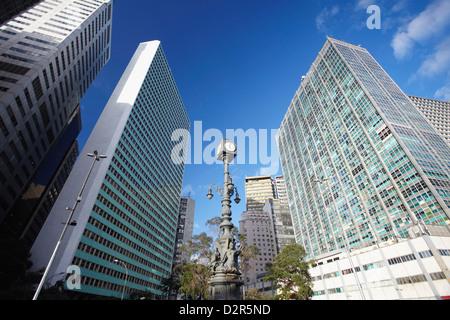 Gratte-ciel en Carioca (place du Largo da Carioca), Centro, Rio de Janeiro, Brésil, Amérique du Sud Banque D'Images