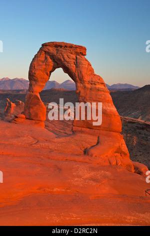 Coucher du soleil à Delicate Arch, Arches National Park, Moab, Utah, États-Unis d'Amérique, Amérique du Nord Banque D'Images