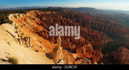 Photo panoramique de sunrise de Inspiration Point, Bryce Canyon National Park, Utah, États-Unis d'Amérique, Amérique Banque D'Images