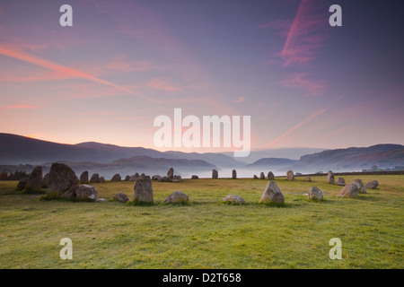 Cercle de pierres de Castlerigg à l'aube dans le Parc National du Lake District, Cumbria, Angleterre, Royaume-Uni, Banque D'Images
