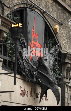 Le London Dungeon London Dungeon ACCESSOIRES EN VENTE À LONDRES Londres Angleterre Royaume-uni DÉMARRAGE VOITURE Banque D'Images