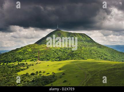 Puy-de-Dôme volcan depuis le Puy de Pariou, Auvergne, France