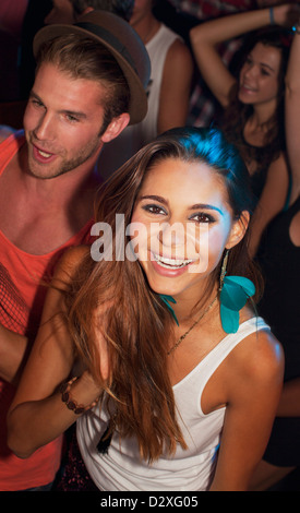 Portrait of smiling woman in nightclub Banque D'Images