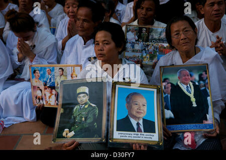 Phnom Penh, Cambodge. 4 février 2013. Les Cambodgiens pleurent la perte du Roi Norodom Sihanouk de Phnom Penh, Cambodge, Banque D'Images
